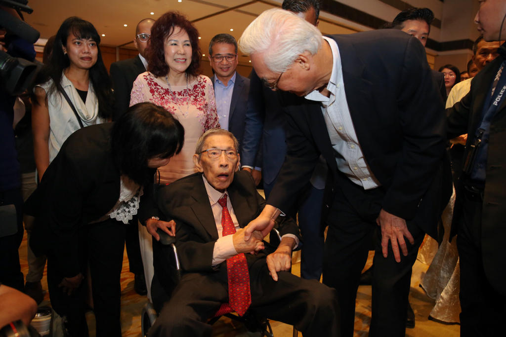 Chiam See Tong Sports Fund raises over S$170,000 for athletes; veteran opposition politician shows up in support
